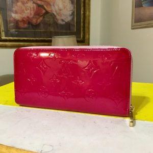 Louis Vuitton Vernis Zippy Wallet 👜Red